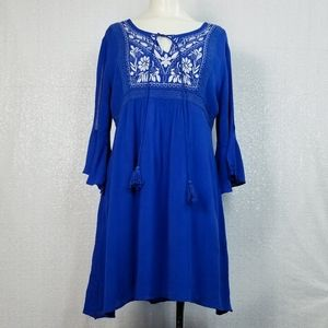 Entro Embroidered Open Bell Sleeve Dress sz Small